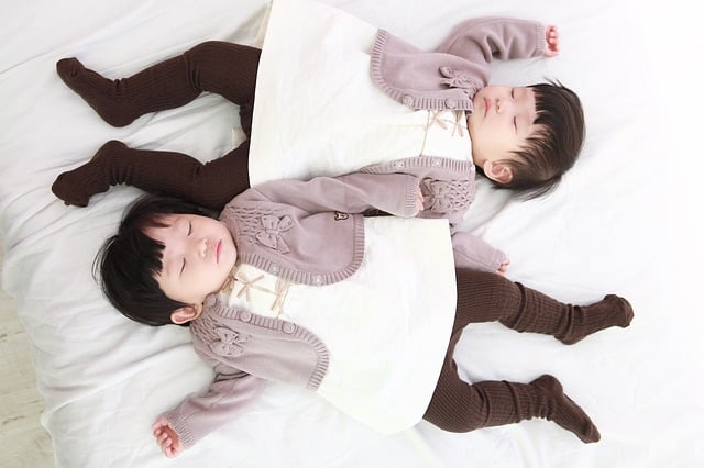 when is it normal for identical twins to split