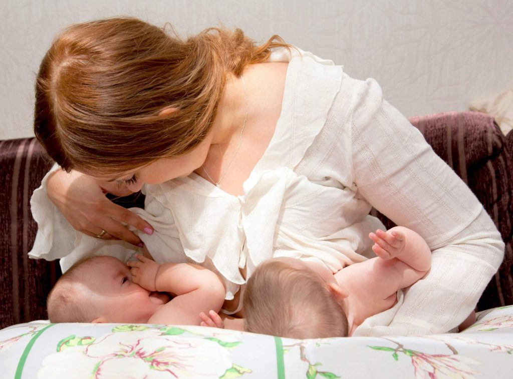 twins breastfeeding